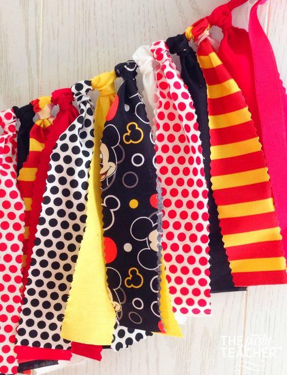 有趣的红色,黄色,黑色和米奇面料领带花环。为您的MIckey鼠标派对提供完美的触感。只需将我的彩旗添加到您的派对中,并使您的装饰变得非常简单。与任何其他派对印刷品或装饰品协调。我的花环非常饱满,手工扎实。而且,它们是可重复使用的!从衣架上垂下来,直到你准备好再次举办派对。特点*面料领带,粉红色边缘切割*红色面料*黄色与白色圆点面料*黑色面料*红色与米老鼠头部面料*黄色面料*黑色与小白色米老鼠头部面料*红色与白色圆点面料*红色罗缎丝带伟大的*米老鼠派对*生日派对*装饰壁炉架*装饰孩子的卧室或游戏室*挂在甜品桌上方或前面*照相亭*照片道具尺寸* 3英尺的织物系带+ 2英尺的罗缎缎带任何一端都悬挂*每条领带约10英寸长自定宽度*您可以使用SIZE选项选择自定义宽度,该选项位于ADD TO CART正上方。时间*我通常在购买后3天运送我的bu .. *邮寄时间需要额外2-3天取决于您在亚特兰大的居住距离.COUPON当您从The Party Teacher购买时,我会向您发送感谢优惠券,以获得Bird's Party Shop 10%的优惠券 - 这是一个查找所有派对用品的好地方,派对装饰品,派对餐具,蛋糕用品和可爱的派对礼品和包装!