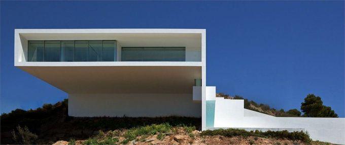 悬崖上的房子由Fran Silvestre Arquitectos