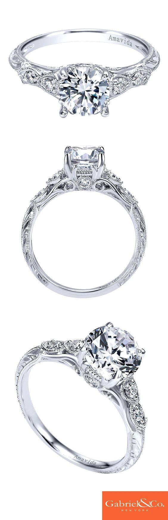 钻石订婚戒指黄色