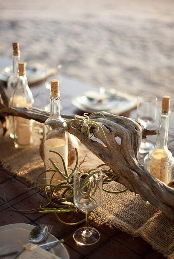 用于海滩婚礼的空气植物和浮木中心件