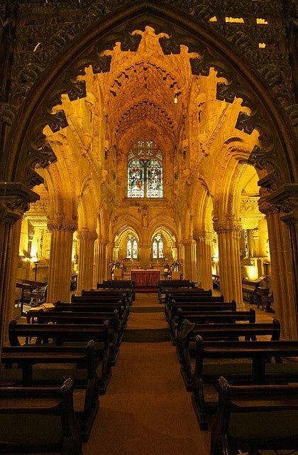 从入口处看到的细节。教堂比大多数人想象的要小得多。