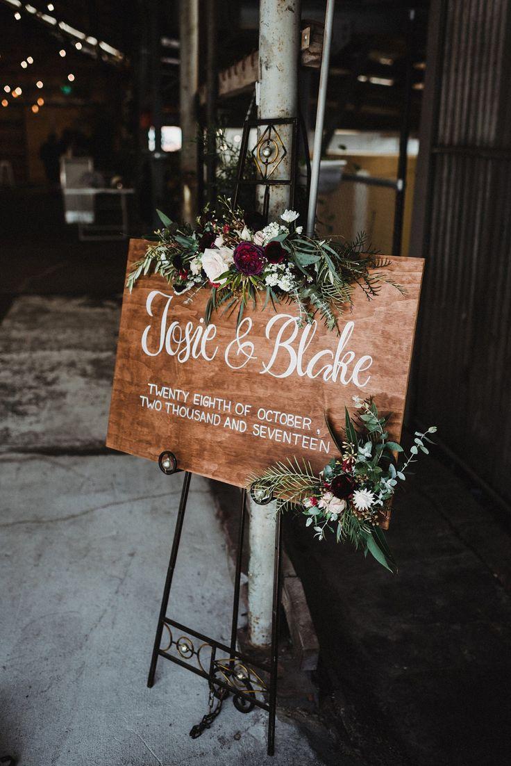 手写木制婚礼欢迎的迹象