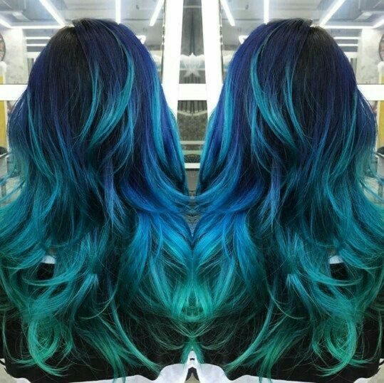 青色蓝色和蓝色头发的颜色