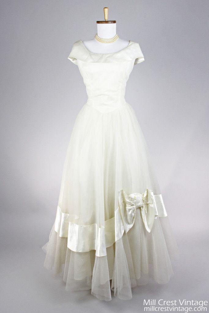 1950年象牙色缎和薄纱复古婚纱