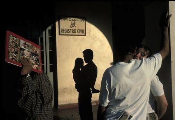 """(版权:Alex Webb / Magnum Photos)因此本周,作业是""""剪影""""。这是上周的挑战史蒂芬薛挑选的。上传您最好的1个剪影shot captu ..."""