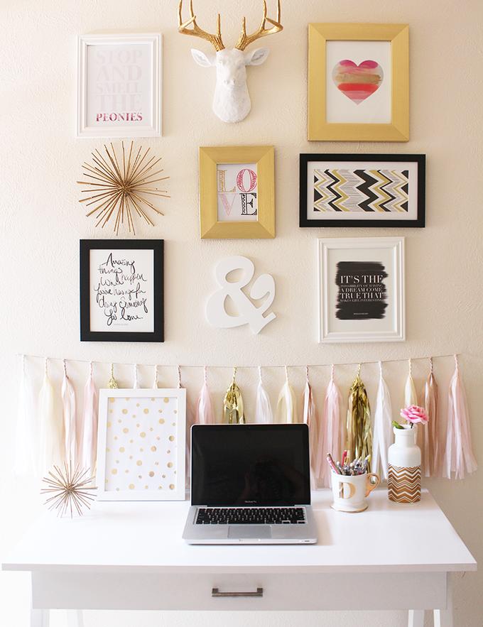 粉色和金色的办公室画廊墙