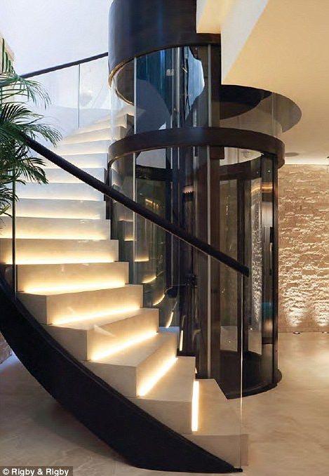 现代楼梯,教堂改建
