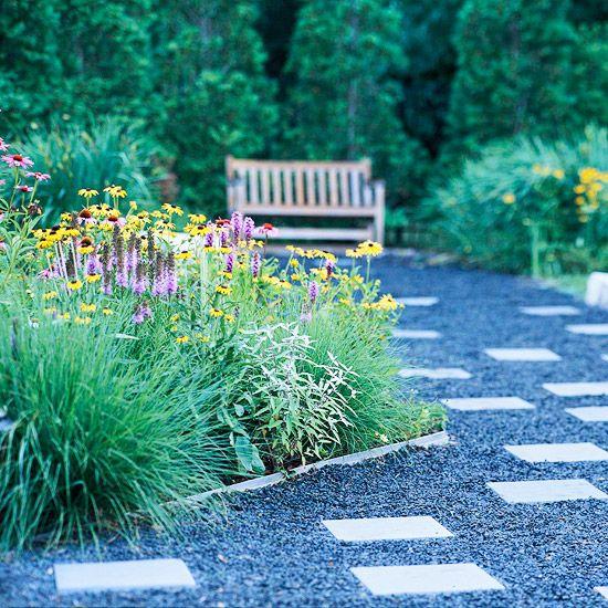 伟大的前院美化想法可以改变你家的遏制吸引力。您的前院设计可以极大地影响您的房屋外观。点击我们的前院最佳提示和灵感,如小前院景观设计,前院花园等。