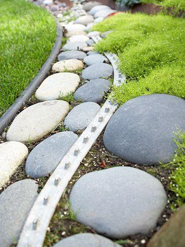 景观边缘是一种永久的硬质材料,可在花园区域之间提供清脆的边缘。这是在院子里使用美化边缘的指南。