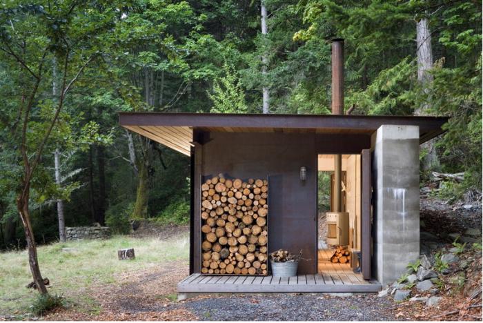 小屋在树林里
