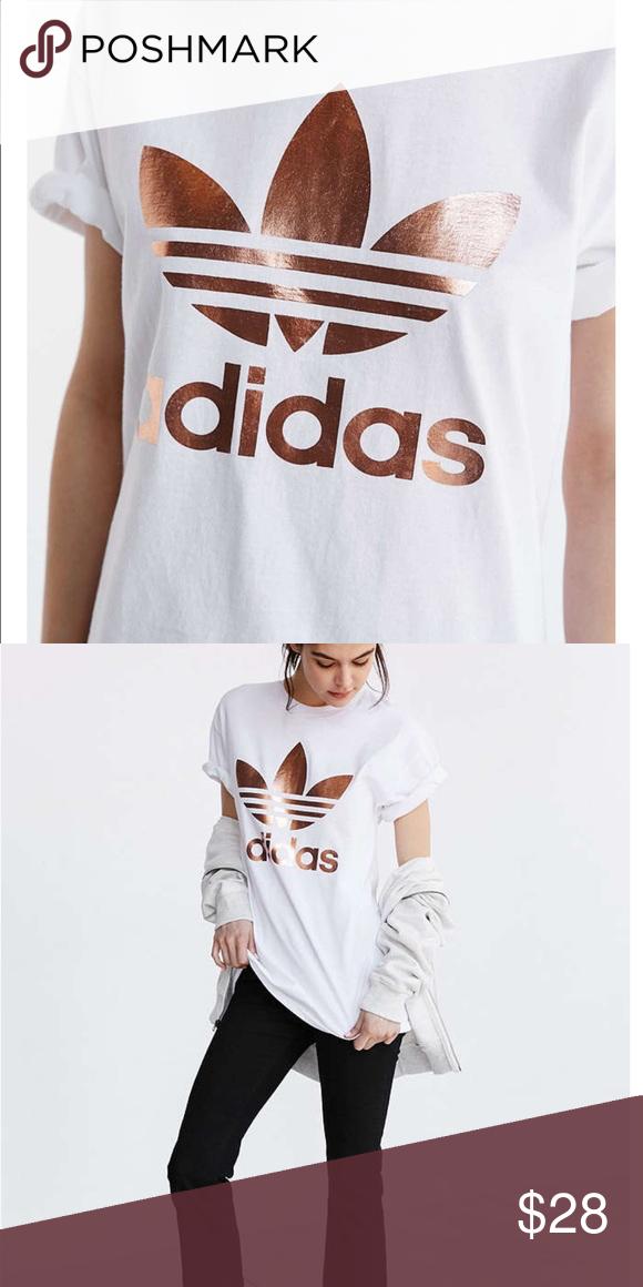Urban Outfitters玫瑰金阿迪达斯衬衫。穿了一次