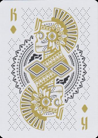 Muertos是由Steve Minty设计并由美国扑克牌公司制作的一套原创美国扑克牌。它是独立制作的并且庆祝庆祝生死的节日; Dia De Los Muertos。 Muertos甲板采用了Dia De Los Muertos的经典美学,并且随着游戏传统和我的成长经历而更新。它描绘了社会阶层和文化的历史,同时散发出当代优雅的奢华感。规格:在甲板上配有54张自定义卡片。金色印刷油墨2加夫牌金箔和压花集圈盒定制贴膜