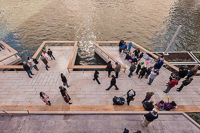 Sasaki and Ross Barney Architects complete Chicago Riverwalk December 3, 2016,AEDT