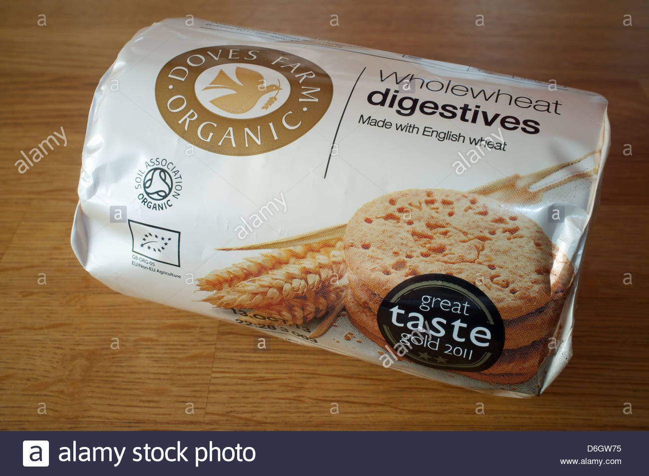 Doves Farm organic wholewheat digestive biscuits - Stock Image