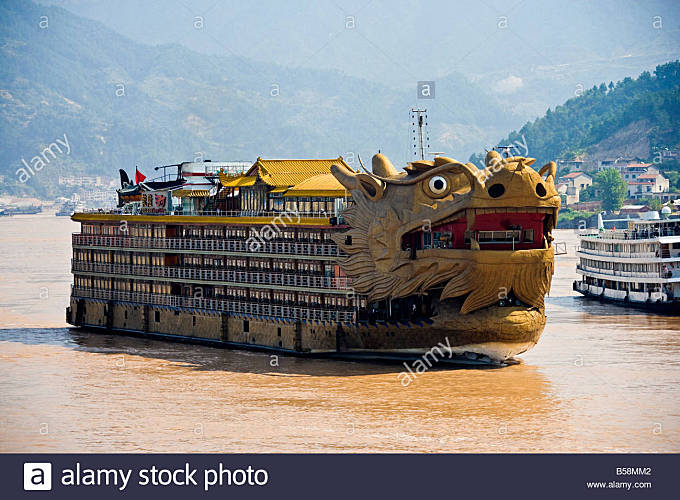 Dragon Cruises ship near Sandouping in the Xiling Gorge Three Gorges area of the Yangzi River China JMH3450 - Stock Image