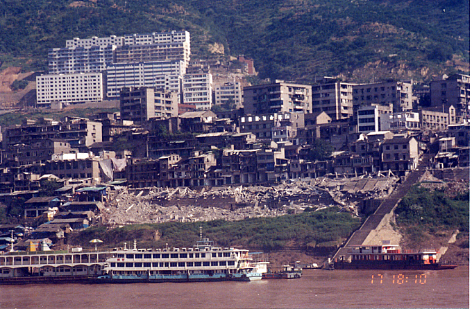 Yangtze-abandoned buildings