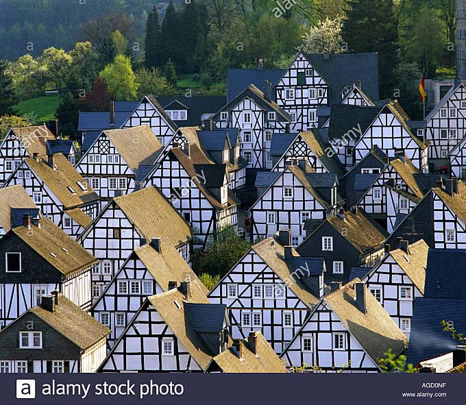 DE - NORTH-RHINE-WESTPHALIA:   Picturesque village of Freudenberg - Stock Image