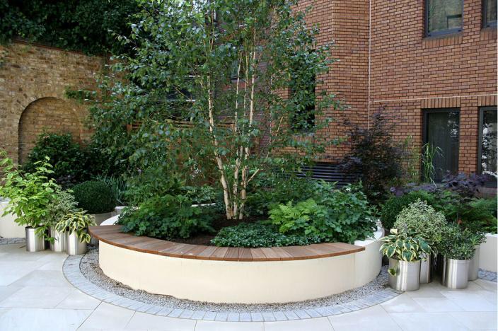 不锈钢组合和弧形坐凳,还有那个铺装围边,加上绿色的植物,怎么可以这么和谐呢 1 1