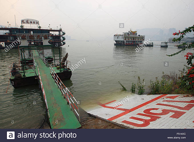 Chongqing, Chongqing, CHN. 24th Oct, 2015. Chongqing, CHINA - October 24 2015: (EDITORIAL USE ONLY. CHINA OUT) Water - Stock Image