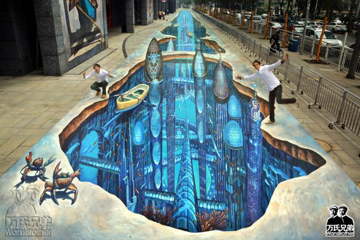 万氏兄弟是目前为中国顶尖的错觉艺术家也是国际上知名的3D地画**,由双胞胎哥哥万
