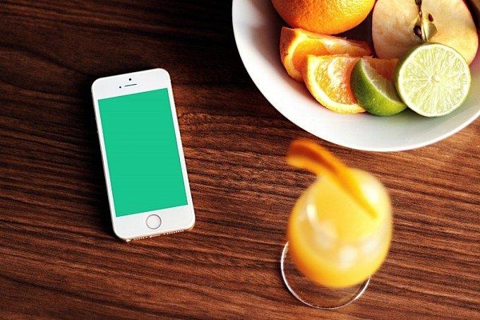 apple iphone smartphone fruits