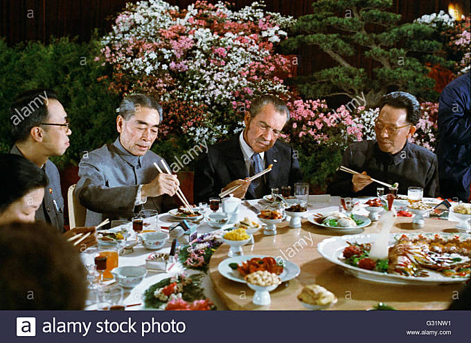 U.S President Richard Nixon tries using chopsticks at a banquet given in his honor by Communist Leader Premier Zhou - Stock Image