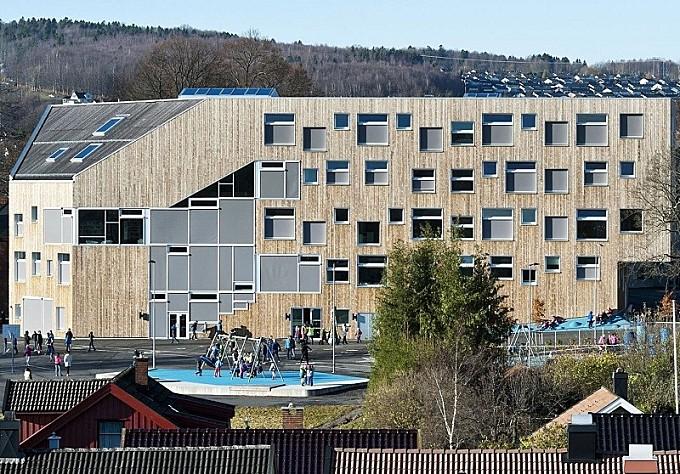School with minimalist architecture in Norwegian style