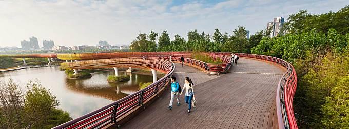 A Resilient Landscape: Yanweizhou Park in Jinhua City by Turenscape