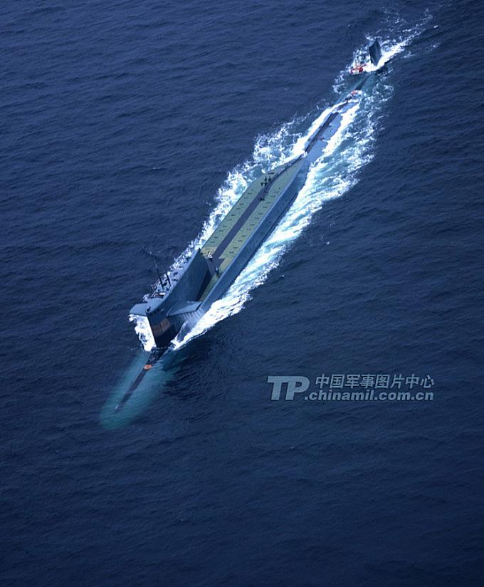 下潜中的弹道导弹核潜艇。摄于1985年。记者乔天富 摄