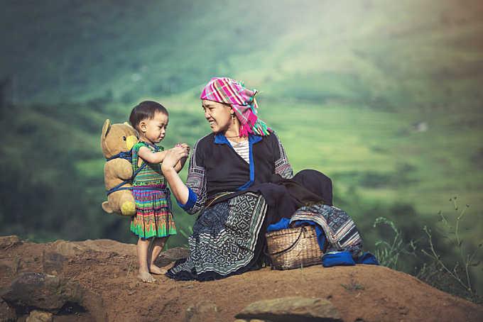Mother and daughter in Vietnam