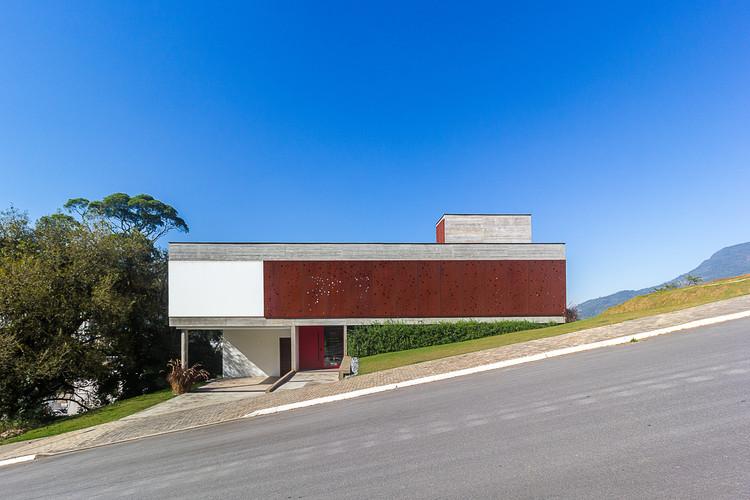 FY House / PJV Arquitetura, © Larry Sestrem