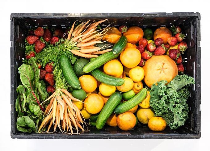 fruit, vegetables, box, healthy, food, strawberries, cucumbers, oranges, lettuce, kale, carrots