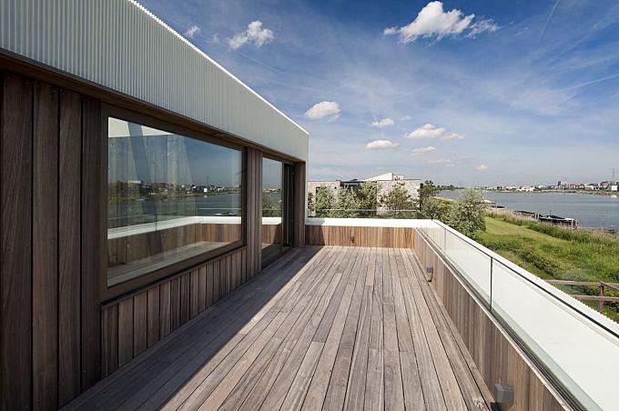Villa E by Marc Architects