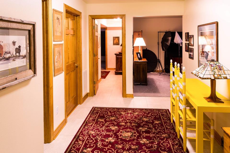 走廊, 通道, 大厅, 通过, 客房, 门, 表, 椅子, 彩色玻璃灯