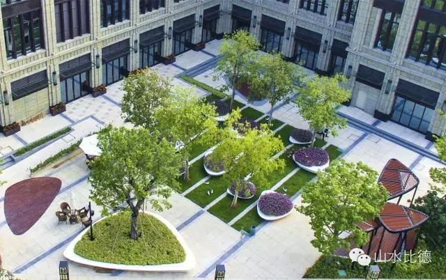 花瓣间—花瓣上的景观,全城优雅绽放设计将花朵花瓣元素渗透到铺装、绿植、景墙、喷