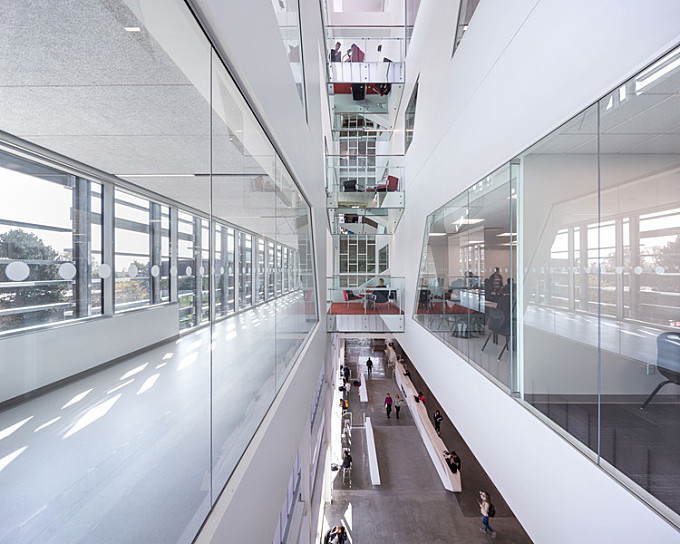 Langara Science & Technology Building  / Teeple Architects