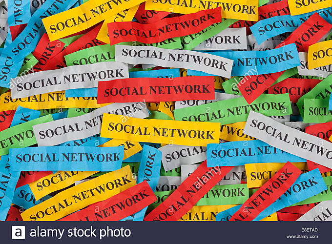 Pile of colorful paper notes with word 'Social Network' - Stock Image
